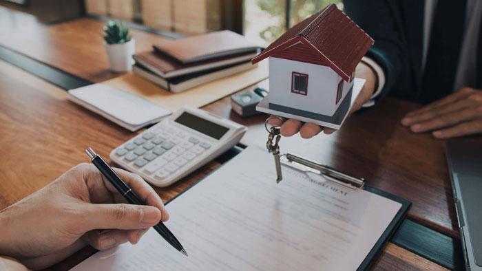 voltear contratos de bienes raíces
