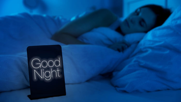 instala cortinas oscuras para dormir rápido